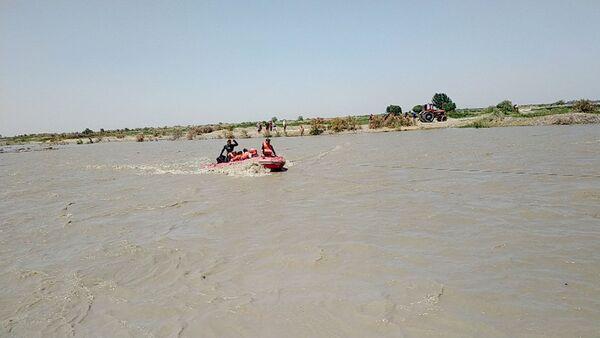 Спасатели в Узбекистане эвакуировали более 20 человек с затопленного острова - Sputnik Узбекистан