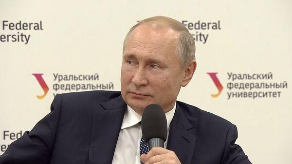 Помогите девочке - студентка упала в обморок на встрече с Путиным - Sputnik Ўзбекистон
