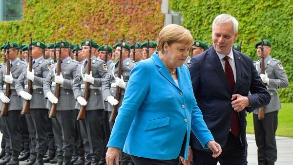 Канцлер ФРГ  Ангела Меркель во время встречи с  премьер-министром Финляндии Антти Ринне - Sputnik Ўзбекистон