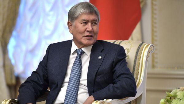 Экс-президент Киргизии Алмазбек Атамбаев - Sputnik Ўзбекистон