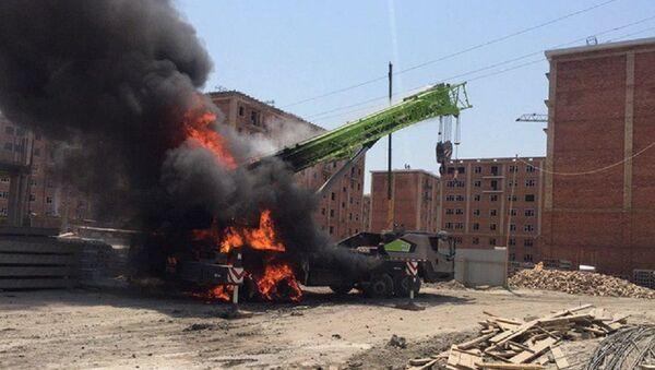 V Tashkente zagorelsya avtokran, voditel pogib na meste - Sputnik Oʻzbekiston