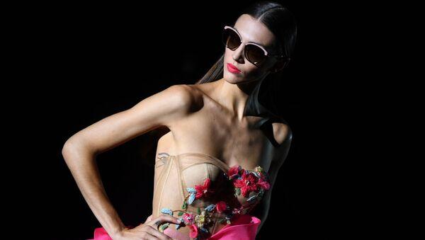 Madridda Mercedes Benz Fashion Week moda koʻrgazmasi oʻtkazildi. - Sputnik Oʻzbekiston