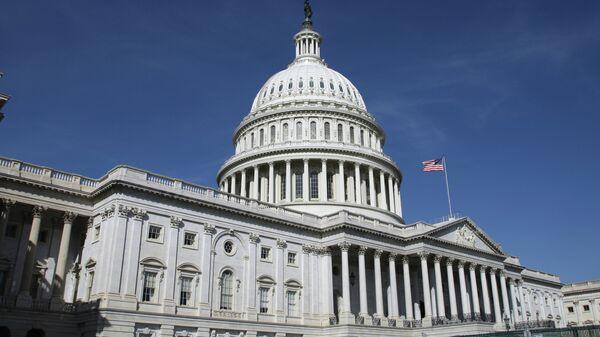 Капитолий (United States Capitol) на Капитолийском холме в Вашингтоне - Sputnik Ўзбекистон