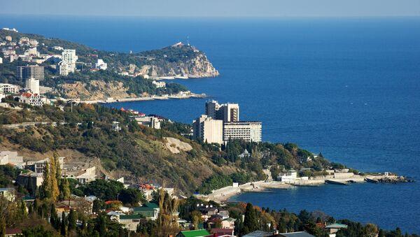 Вид на южный берег Крыма в окрестностях большой Ялты - Sputnik Узбекистан