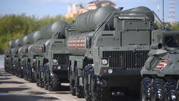 Военная техника перед ночной репетицией парада Победы - Sputnik Ўзбекистон