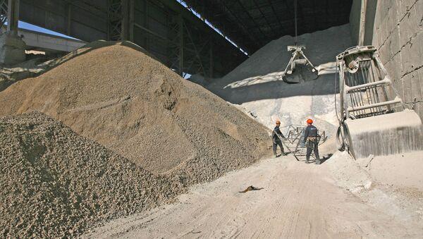 Производство цемента на заводе - Sputnik Узбекистан