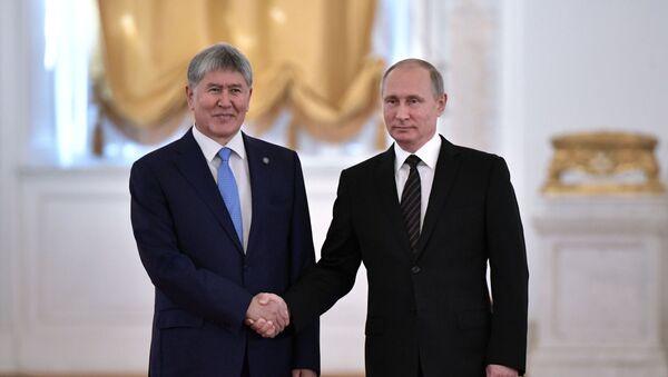 Президент РФ В. Путин провел переговоры с президентом Киргизии А. Атамбаевым - Sputnik Ўзбекистон