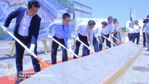 24 июля в Фергане состоялась церемония закладки первого камня Центра профессионального обучения(ЦПО) - Sputnik Ўзбекистон