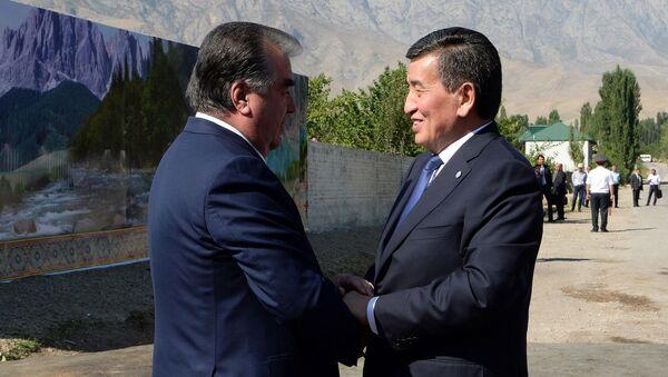 Главы Таджикистан и Кыргызстана Эмомали Рахмон и Сооронбай Жээнбеков встретились на участке таджикско-кыргызской государственной границы - Sputnik Ўзбекистон