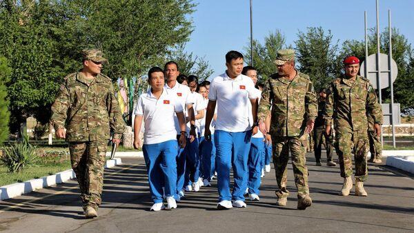 Армейская команда Вьетнама прибыла первой на АрМИ-2019 в Узбекистан - Sputnik Ўзбекистон