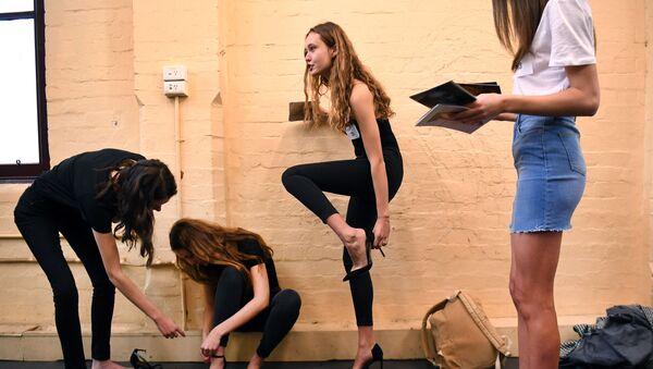 Модели готовятся к кастингу перед началом Недели моды в Мельбурне - Sputnik Узбекистан