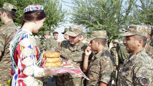 В Узбекистане встретили военных из Армении, прибывших на конкурс АрМИ - Sputnik Ўзбекистон