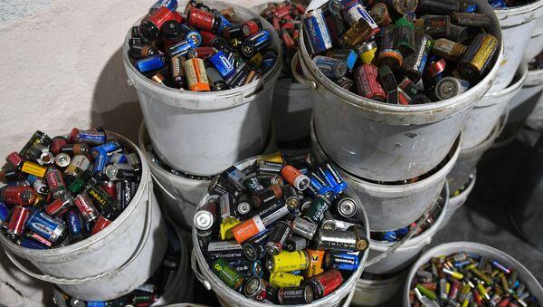 Сортировка твердых бытовых отходов - Sputnik Узбекистан