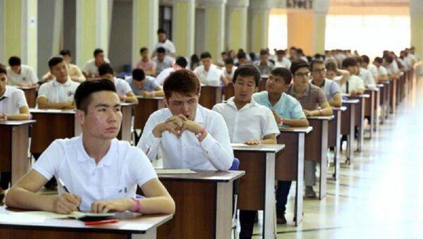 В Ташкенте начинаются вступительные экзамены в вузы - Sputnik Узбекистан