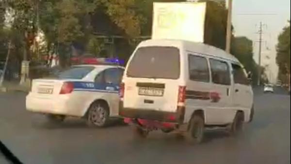 Ташкентский форсаж: Дамасу удалось скрыться от машины ДПС - видео - Sputnik Ўзбекистон