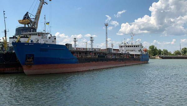 Rossiyskogo tanker Nika Spirit, zaderjannыy Ukrainoy posle zaxoda v port Izmail, na yuge Odesskoy oblasti - Sputnik Oʻzbekiston