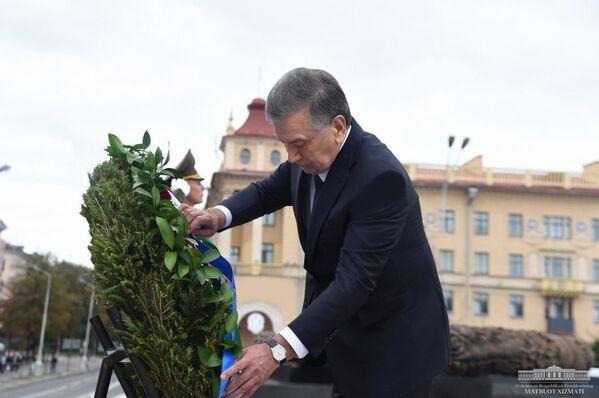 Шавкат Мирзиёев возложил цветы к монументу Победа в Минске - Sputnik Узбекистан