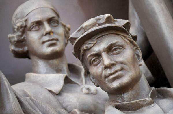 Скульптура павильона №58 Земледелие (Украинская ССР) на ВДНХ в Москве - Sputnik Узбекистан