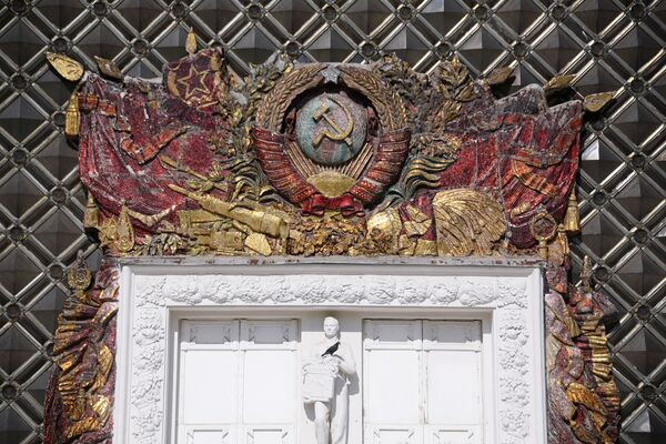 Фрагмент павильона № 62 Охрана природы на ВДНХ В Москве - Sputnik Узбекистан