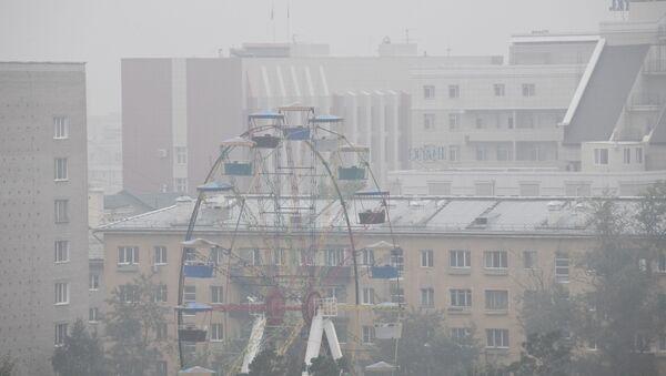 Смог в Чите, вызванный действующими лесными пожарами на территории Красноярского края. - Sputnik Ўзбекистон
