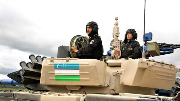 Узбекские танкисты испытали танки перед соревнованием - Sputnik Узбекистан