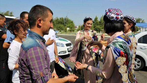Таджикских военных встретили на полигоне Фориш - Sputnik Узбекистан