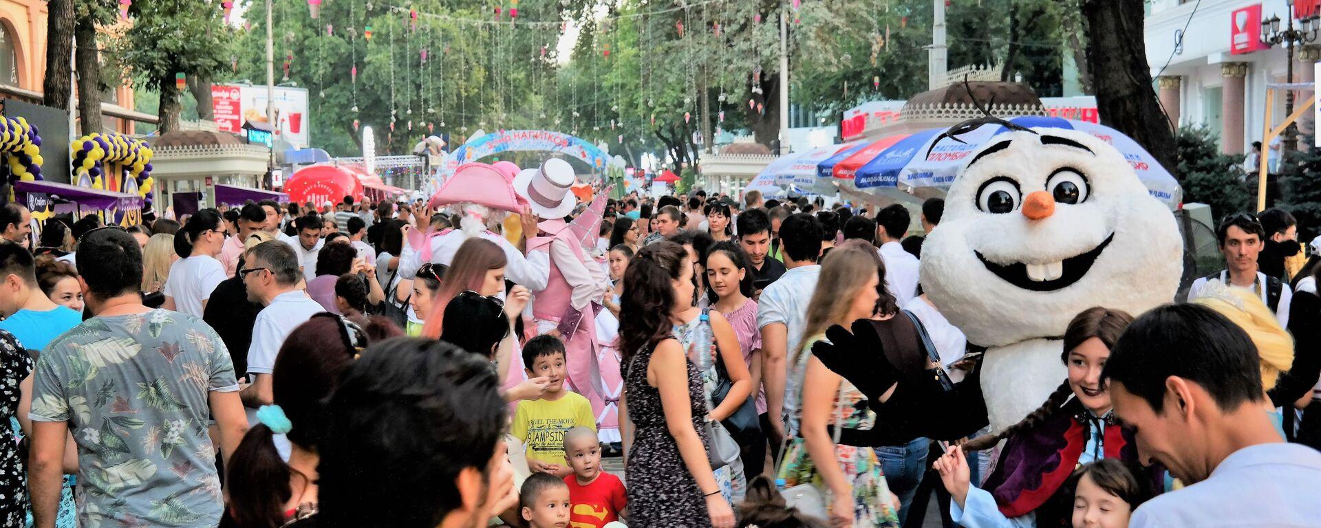 В Ташкенте проходит фестиваль мороженого - Sputnik Узбекистан, 1920, 03.12.2020