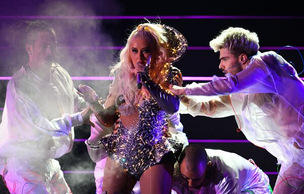Певица Кристина Агилера выступает на концерте на стадионе ВТБ Арена - Центральный стадион Динамо в Москве - Sputnik Узбекистан