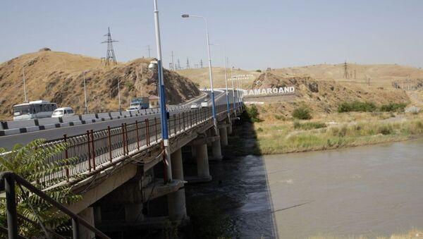 Мост через реку Зарафшан - Sputnik Узбекистан