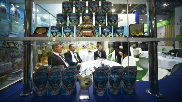 Стенд Рогачевского молочноконсервного комбината - Sputnik Узбекистан