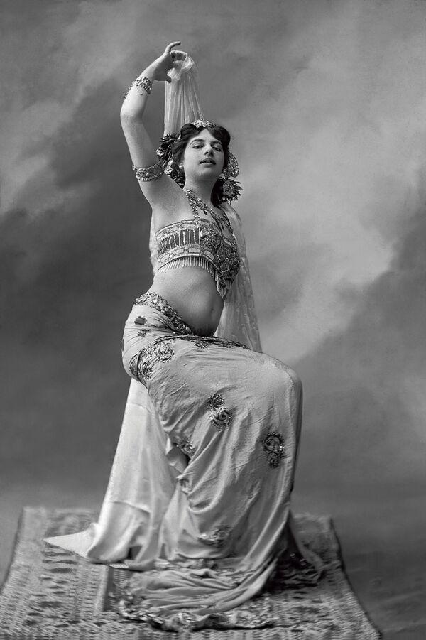 Танцовщица Мата Хари, 1905 год - Sputnik Узбекистан