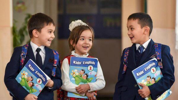 В Узбекистане начинается прием детей в школы по допквоте - Sputnik Узбекистан