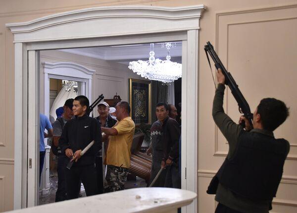 Сторонники бывшего президента Киргизии Алмазбека Атамбаева в селе Кой-Таш - Sputnik Узбекистан