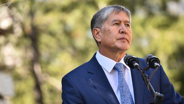 Бывший президент КР Алмазбек Атамбаев. Архивное фото - Sputnik Узбекистан