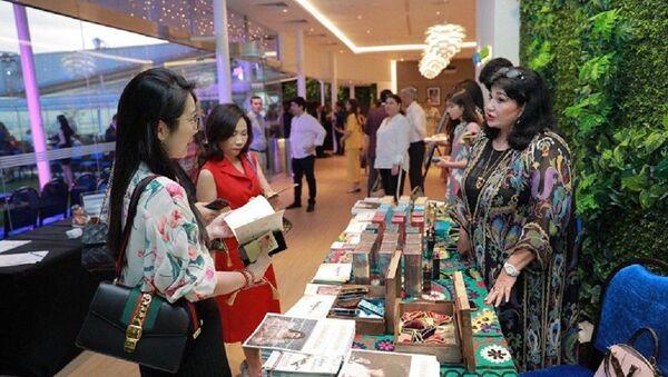 В Сингапуре прошел вечер узбекской культуры - Sputnik Узбекистан