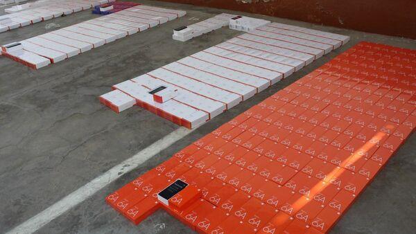 В Наманганской области сотрудники СГБ и ГТК изъяли 867 смартфонов на общую сумму 1,1 млрд сумов. - Sputnik Узбекистан