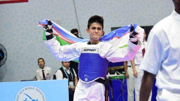 Таэквондист Зафарбек Каримов завоевал золотую медаль ЧМ - Sputnik Узбекистан