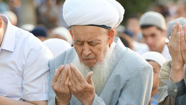 Праздничный намаз по случаю Курбан-хайита в мечети Ташкента - Sputnik Ўзбекистон