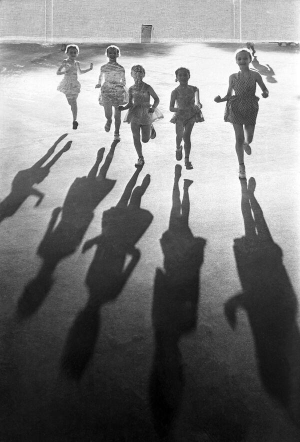 Попрыгуньи. 1963 год - Sputnik Узбекистан