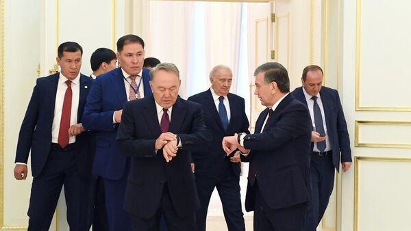 В Сети появился архивный снимок Мирзиёева и Назарбаева - Sputnik Узбекистан