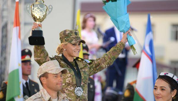 Участница АрМИ из Узбекистана Лилия Манасыпова на церемонии награждения - Sputnik Узбекистан