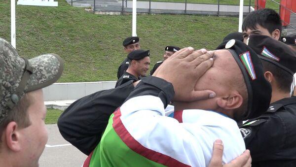 Эмоции военных из Узбекистана после победы в Танковом биатлоне на АрМИ-2019 - Sputnik Ўзбекистон
