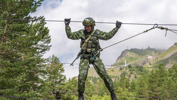 Военнослужащие из Узбекистана на международном конкурсе Эльбрусское кольцо - Sputnik Узбекистан