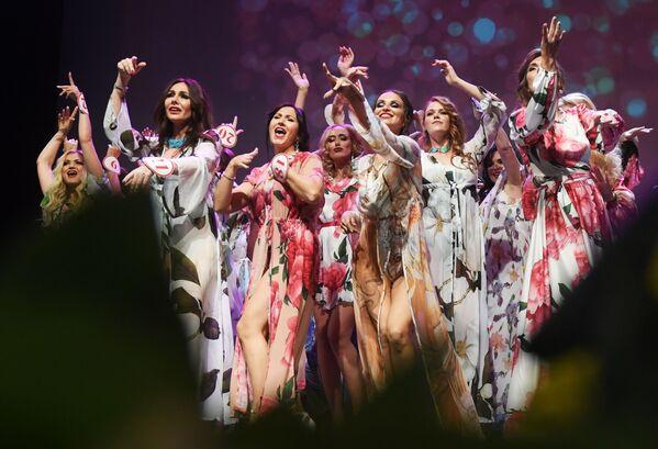 Участницы в финале конкурса Миссис Россия 2019 в Москве - Sputnik Узбекистан