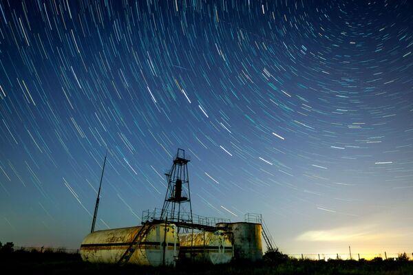 Звездное небо, наблюдаемое в Краснодарском крае во время метеорного потока Персеиды - Sputnik Узбекистан
