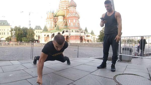 Российский спортсмен отжал рекорд у Брюса Ли - видео - Sputnik Узбекистан