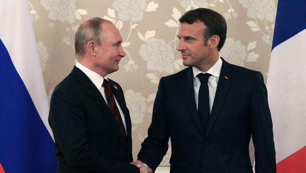 Президент РФ Владимир Путин и президент Франции Эммануэль Макрон - Sputnik Узбекистан