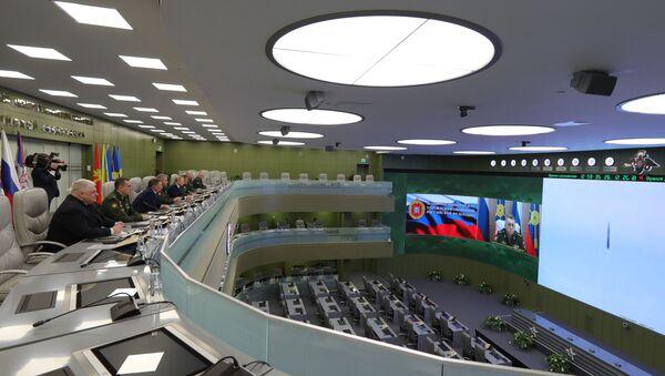 Президент РФ В. Путин посетил Национальный центр управления обороной РФ - Sputnik Узбекистан