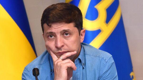 Президент Украины В. Зеленский посетил школу депутатов  партии Слуга народа - Sputnik Узбекистан