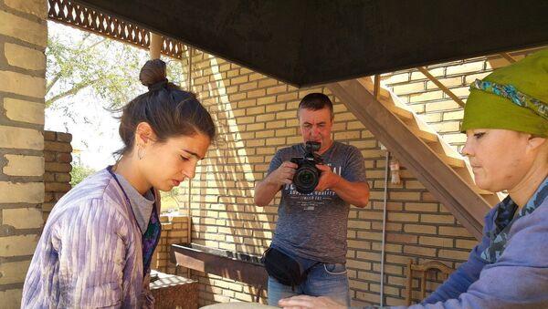 Итальянская блогерша научилась делать узбекские лепешки - Sputnik Узбекистан